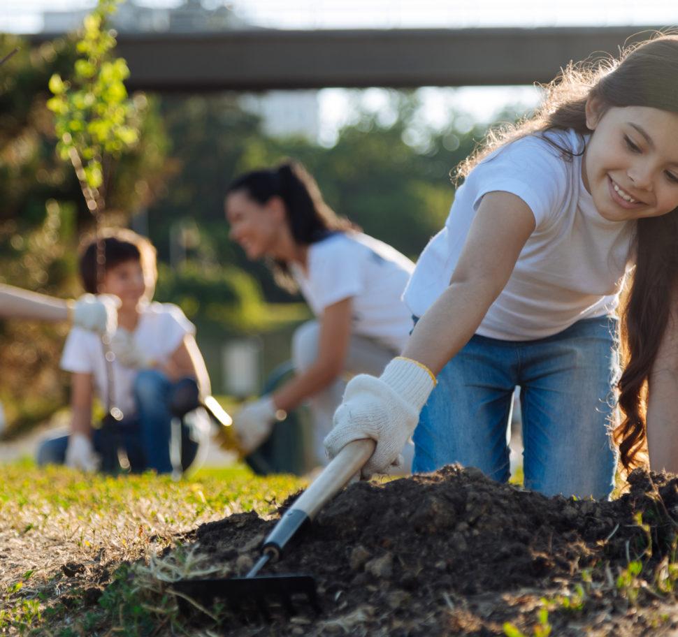 10 Volunteer Opportunities for Kids